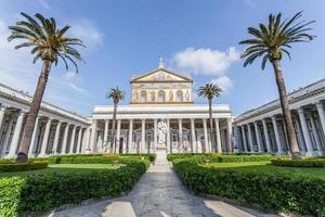 basiliek van st. paul buiten de muren, rome italië foto