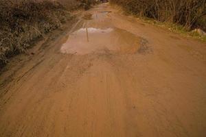 modderige industriële weg