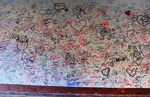liefdesmuur van giulietta-huis in verona, Italië foto
