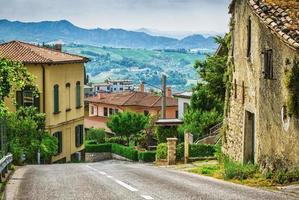 Italiaanse straat in een kleine provinciestad Toscaanse