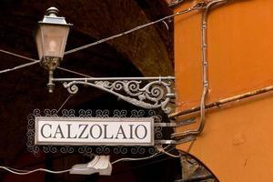 teken schoenmaker in het italiaans foto