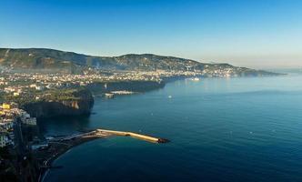 prachtig strand in sorrento, italië foto