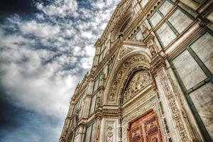 santa croce catheral onder een dramatische hemel foto