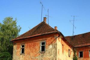 vervallen huis foto