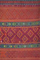 kleurrijke Thaise zijde handwerk biologisch met behulp van natuurlijke kleurstoffen close-up