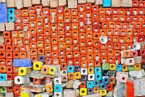 achtergrondstructuur van grunge ceramiektegel op cementmuur foto