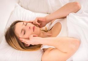 vrouw in bed foto