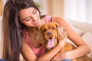 vrouw en hond foto