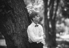 bruidegom in het park