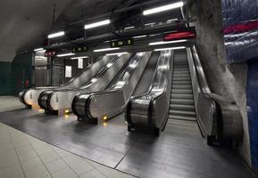roltrap in de metro foto