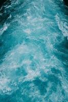 golven van blauw water foto