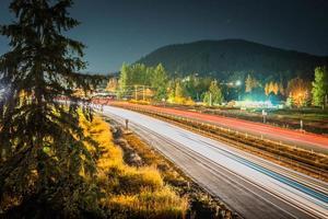 time-lapse van verkeer op de weg