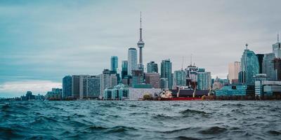 stadsgebouwen aan zee