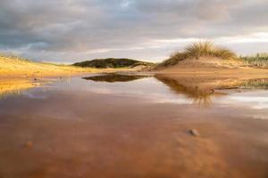 reflecties op het strand foto