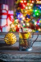 smakelijke en zoete thee en peperkoekkoekjes voor Kerstmis foto