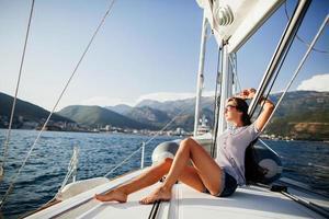 lang haar meisje op jacht in montenegro