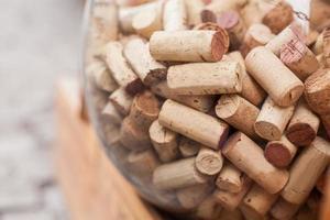 wijnkurken in glazen bol. foto