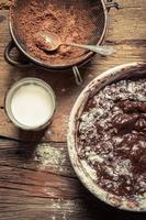 voorbereidingen voor het maken van zelfgemaakte chocolade foto