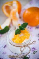 yoghurt met mandarijn sinaasappelen foto