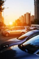 auto's in de straat foto