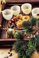 dienblad met kerstsnoepjes foto