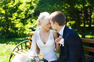 gelukkig bruidspaar foto