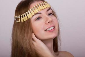 portret van mooie jonge bruinharige vrouw
