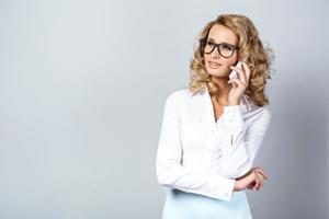 bedrijfsconcept voor emotionele jonge vrouw foto