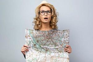 reisconcept voor emotionele jonge vrouw foto