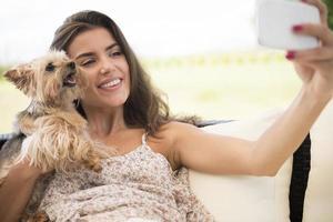 laten we de selfie maken met kleine puppy's foto