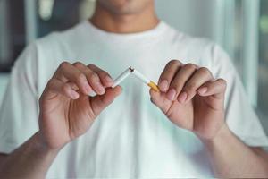 stoppen met roken sigaretten concept