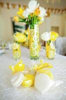 gele en witte koekjes foto