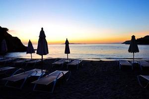 zonsopgang en strand in het luxehotel, kreta, griekenland foto