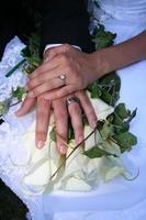bruiloft handen foto