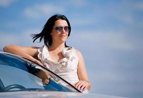 stijlvol meisje en auto foto