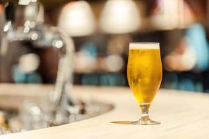 ijskoud biertje. foto