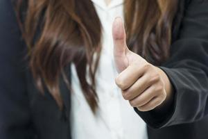 portret van gelukkige jonge zakenvrouw foto