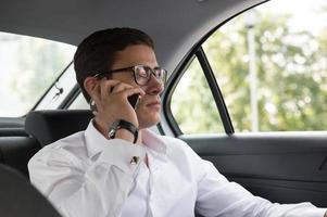 zakelijk gesprek in de auto foto