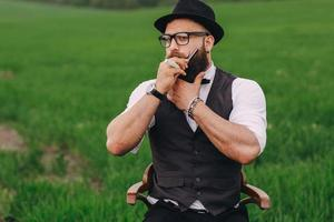 man geeft om zijn baard