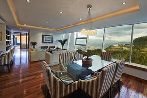 interieur: moderne elegante eetkamer foto