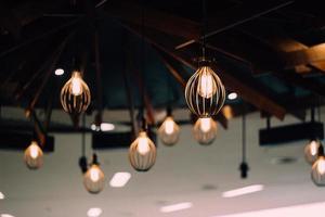 verlichte hangende lampen