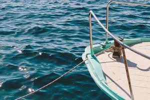 zeilboot op zee foto