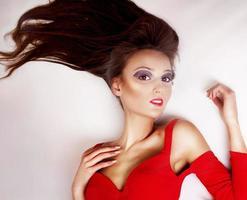 elegante brunette vrouw poseren. foto