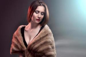 mode vrouw draagt in bontjas foto