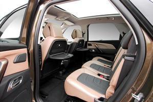 achterbank in een luxe auto foto