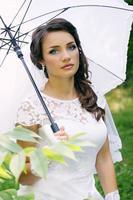 peinzende bruid foto