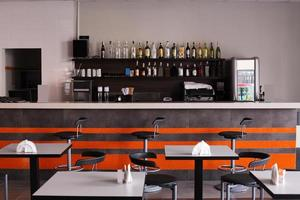 Europees restaurant in felle kleuren foto