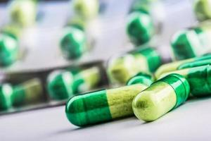 pillen. tabletten. capsule. hoop pillen. medische achtergrond. foto