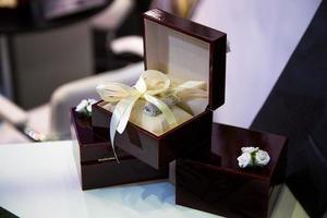 houten kist voor cadeau foto
