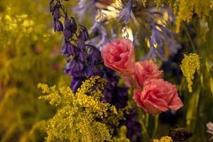 bloemen in huwelijksreceptie foto